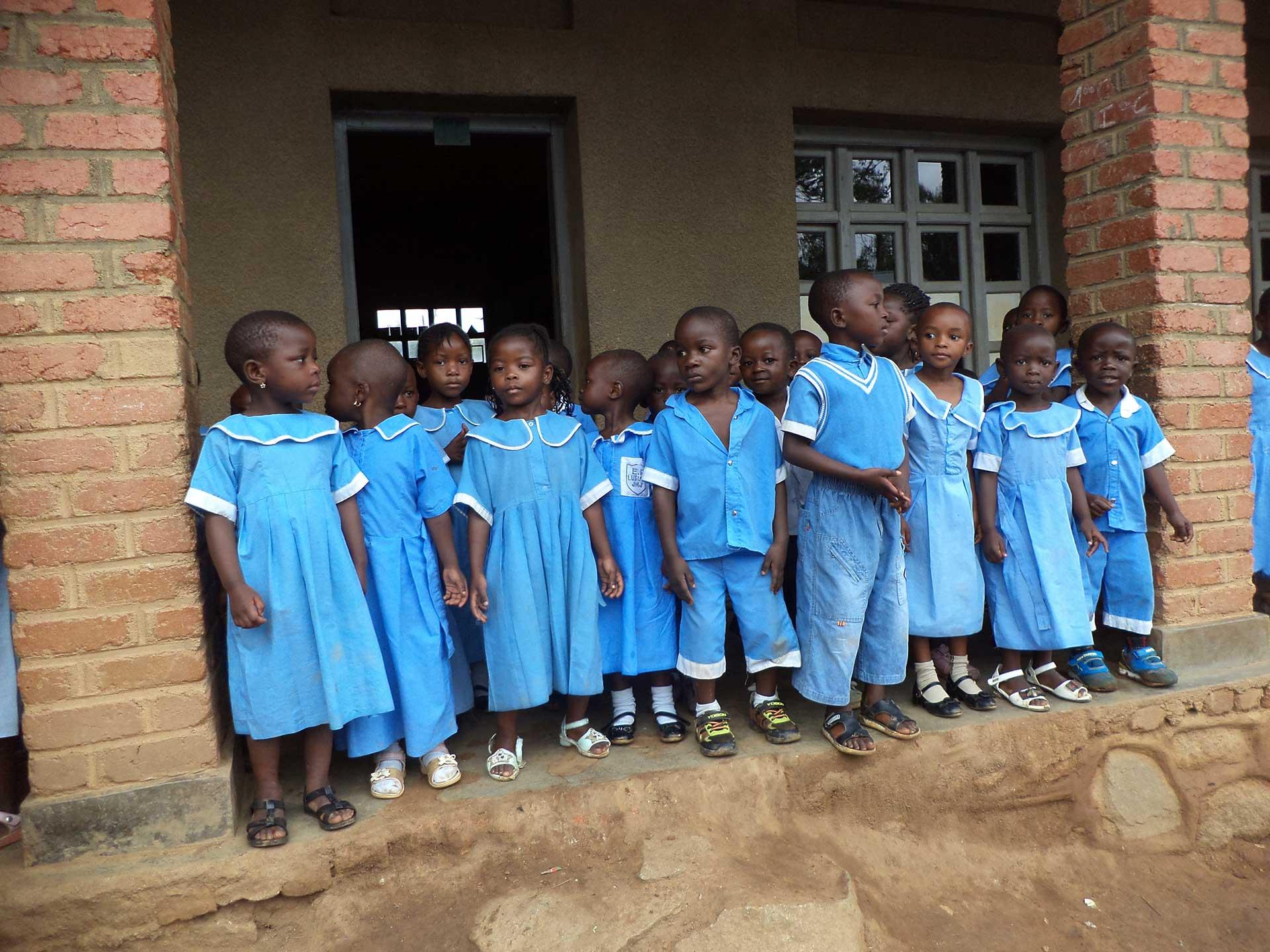 I-bambini-congolesi-accolti-nelle-scuole-della-Sacra-Famiglia-di-Spoleto-web
